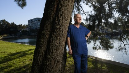 Thousands of retired nurses, doctors, psychologists urged to re-join workforce