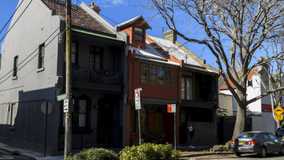 Redfern terrace owners fight over ownership of 'dunny lane'