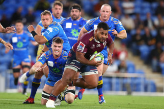 Taniela Tupou almost gets away from the Force defence.