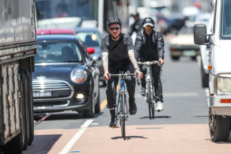 The RACV has changed its stance on laws mandating a minimum passing distance for cars when they overtake cyclists.