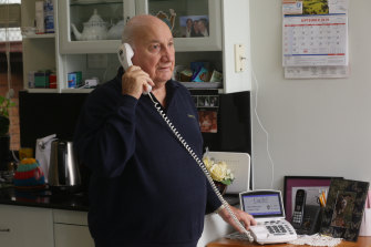 Paul Philippa relies on the CapTel service.