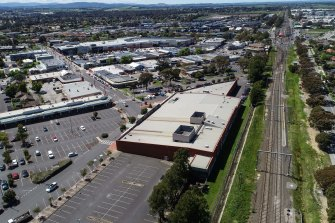 The former Woolworths at Pakenham Place Shopping Centre has been slated to be the site of a new public hospital.