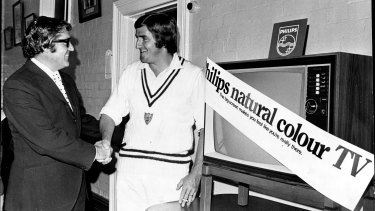 Cricketer Gary Gilmour accepts a colour TV set from Philips consumer manager, Mr Bruce Rowan, February 13, 1976