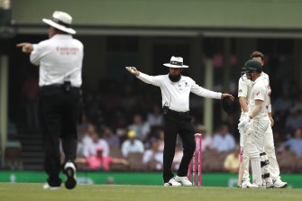Umpire Aleem Dar signals a five-run penalty.