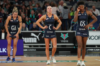 The reigning premiers, the Vixens, have started the new Super Netball season 0-2 after a five-goal loss to the Lightning.