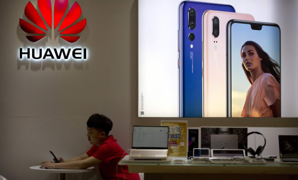 Huawei takes on Apple and Samsung with three-camera Mate 20 Pro
