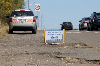 The Auditor-General says warning signs limit the ability of cameras to act as a deterrence to speeding motorists.