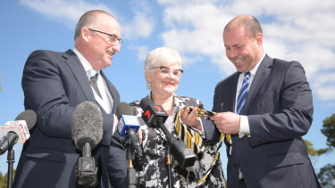 Swan MP Steve Irons presents Treasurer and Carlton supporter Josh Frydenberg with a West Coast Eagles tie at an announcement of $20 million for the South Perth Recreation and Aquatic Facility near Curtin University, with South Perth Mayor Sue Doherty.