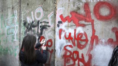 Blast targets police near Northern Ireland border
