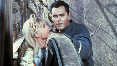 Captain Pike (Jeffrey Hunter) and Vina (Susan Oliver) as they appeared in the 1966 pilot episode of Star Trek.