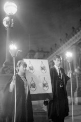 Patricia Maxwell, 21, of Burnley and Geoff  Eames, 21,  of Blackburn begin a  vigil outside Parliament House in protest against the execution of Ronald Ryan.