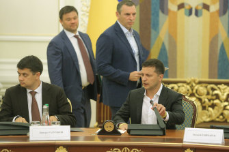 Serhiy Shefir, second from right, stands with other advisers at a meeting of the Ukrainian cabinet.