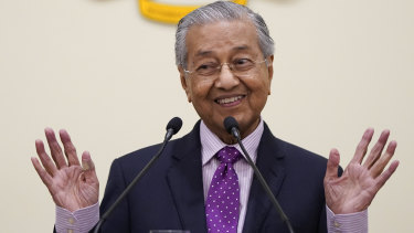 Malaysia's political stand-off could lead to snap election