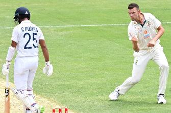Big breakthrough as Josh Hazlewood claims critical wicket