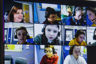 Year five opportunity class students studying in a virtual classroom.