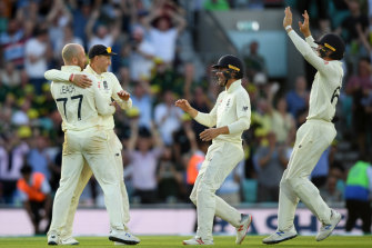 Jack Leach, Joe Root, Rory Burns and Jos Buttler celebrate England's win in the fifth Test.