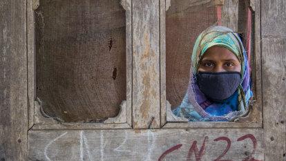 Quarantine wristbands: How some countries are boosting surveillance