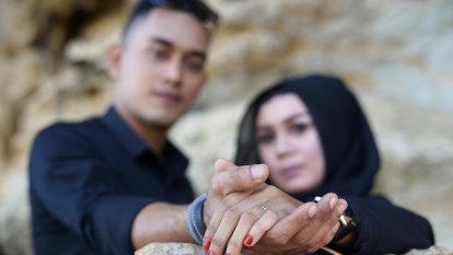 'Swipe-match-marry': the Muslim dating app