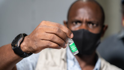 PNG embarks on urgent mission after receiving 132,000 vaccine doses through COVAX
