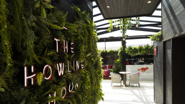 The Howling Moon rooftop bar at Rex Hotel is hosting a singles' night.