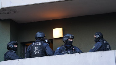 Police raid an apartment building in Berlin in connection with last year's jewel heist in Dresden.