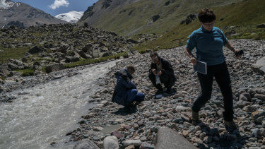 Maria Shahgedanova, a glaciologist at the University of Reading in England, and fellow researchers analyse water samples in a stream.