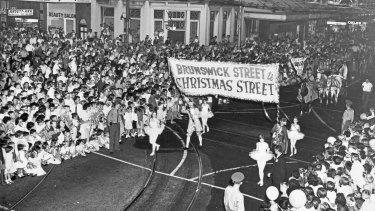 Crowds waiting for the Brunswick Street Christmas Parade in Fortitude Valley, date unknown.