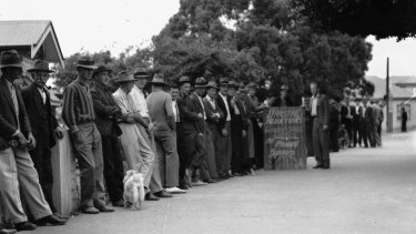 Unemployed relief workers line up at Annerley, Brisbane, during the Great Depression, 1938.