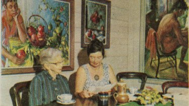 Margaret Olley and her mother Grace at their family home in Brisbane in 1966, which inspired the exhibition's design.