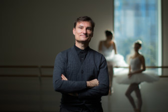 David McAllister is stepping down after 20 years as artistic director of the Australian Ballet.