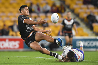 Shawn Blore offloads while going down at Suncorp.