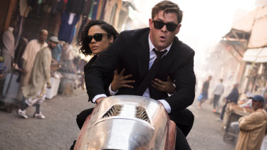 Chris Hemsworth and Tessa Thompson cover familiar ground in Men in Black: International.