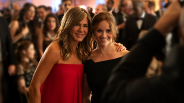 Jennifer Aniston and Reese Witherspoon in the Apple TV+ show Morning Wars.