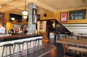 The Four in Hand, Paddington pub's bar