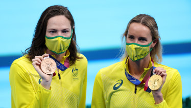 Cate Campbell (left) with her bronze, with gold medallist and teammate Emma McKeon.