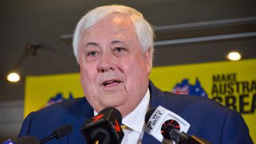 Clive Palmer has accused the Queensland government of blocking port access.