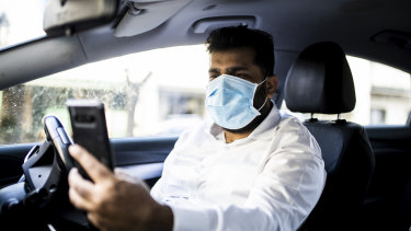 A DiDi driver taking a mask compliance selfie.