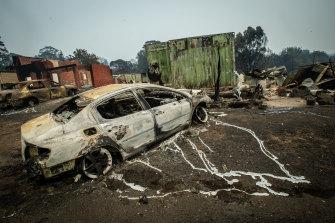 A burned car at Lake Conjola after last night's bushfires.