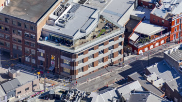 A Surry Hills freehold office building has changed hands for $33.5 million representing a net yield of 4.5 per cent.