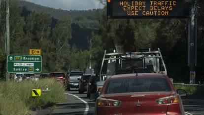Heavy traffic puts brakes on Easter holidaymakers returning to Sydney