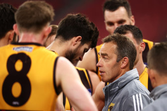 Alastair Clarkson talks to his players during the clash with Collingwood.