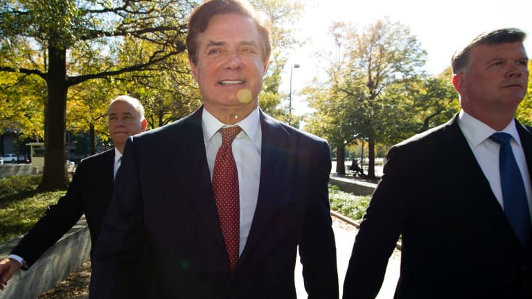 Paul Manafort accompanied by his lawyers, arrives at federal court, in Washington.