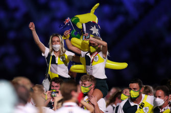 Members of the Australian team, and the obligatory mascot, at the closing ceremony in Tokyo.