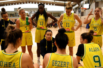 Opals coach Sandy Brondello (centre) has juggled family life and elite sport.