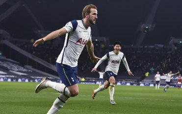 Tottenham compound Arsenal woes, Liverpool put four past Wolves