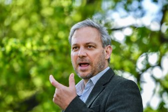 Professor Brett Sutton provides a coronavirus update on Saturday