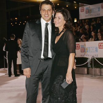 Colosimo with then partner Jane Hall at the Logie Awards ceremony in Melbourne in 2005.