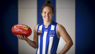 AFLW best and fairest Emma Kearney has quit the Bulldogs and  joined North Melbourne for next year's AFLW season.