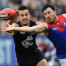 Dees hold on as Carlton storm home