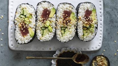 Nori 'sandwich' with tuna, avocado and tamari seeds